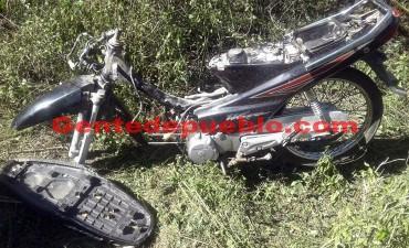 PERSONAL DEL 911 RECUPERO UNA MOTOCICLETA QUE FUE ABANDONADA EN UN BALDIO