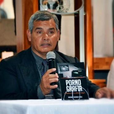 """ANTONIO GÓMEZ PRESENTO EL LIBRO """"PORNOGRAFÍA LA MEDUSA DE LOS ÚLTIMOS TIEMPOS"""""""