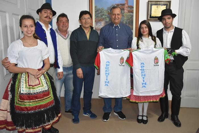 EL MUNICIPIO COLABORÓ CON BALLET HÚNGARO QUE REPRESENTARÁ AL CHACO EN BUENOS AIRES
