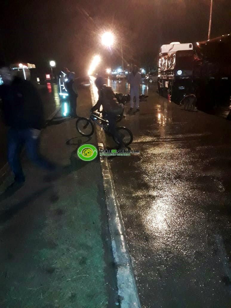 SINIESTRO VIAL DEJA A UN EFECTIVO POLICIAL CON TRAUMATISMO DE CRÁNEO GRAVE