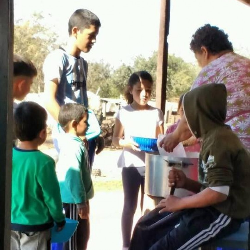 RAMONA CORONEL Y SU FAMILIA ACTIVARON UN COMEDOR COMUNITARIO