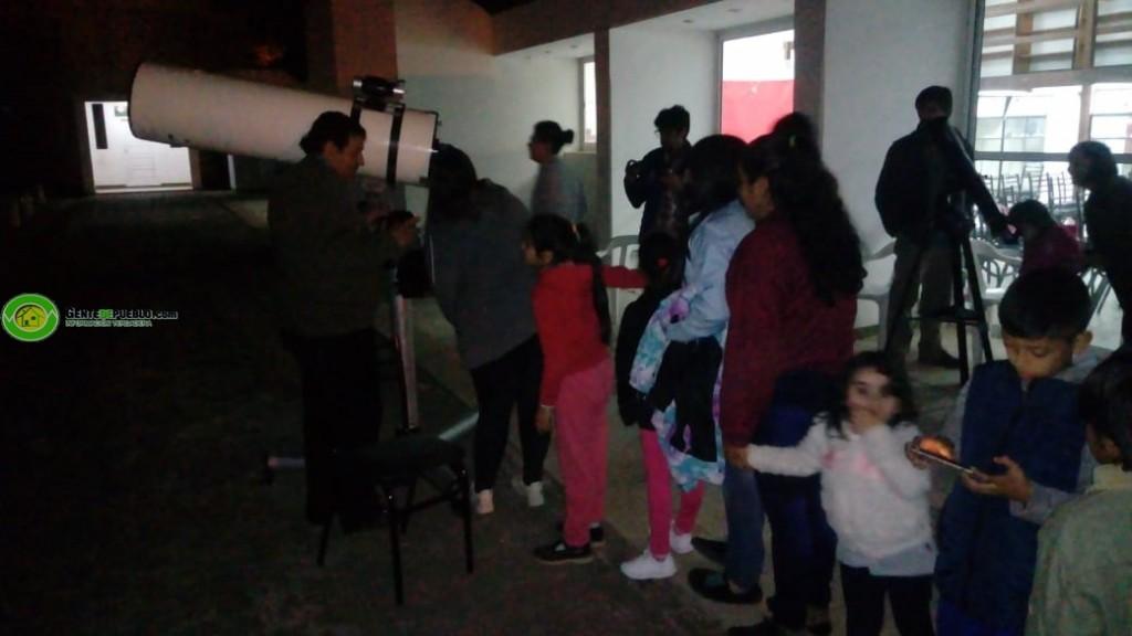 NIÑOS Y MAYORES APRECIARON EL ECLIPSE EN EL CENTRO ASTRONÓMICO