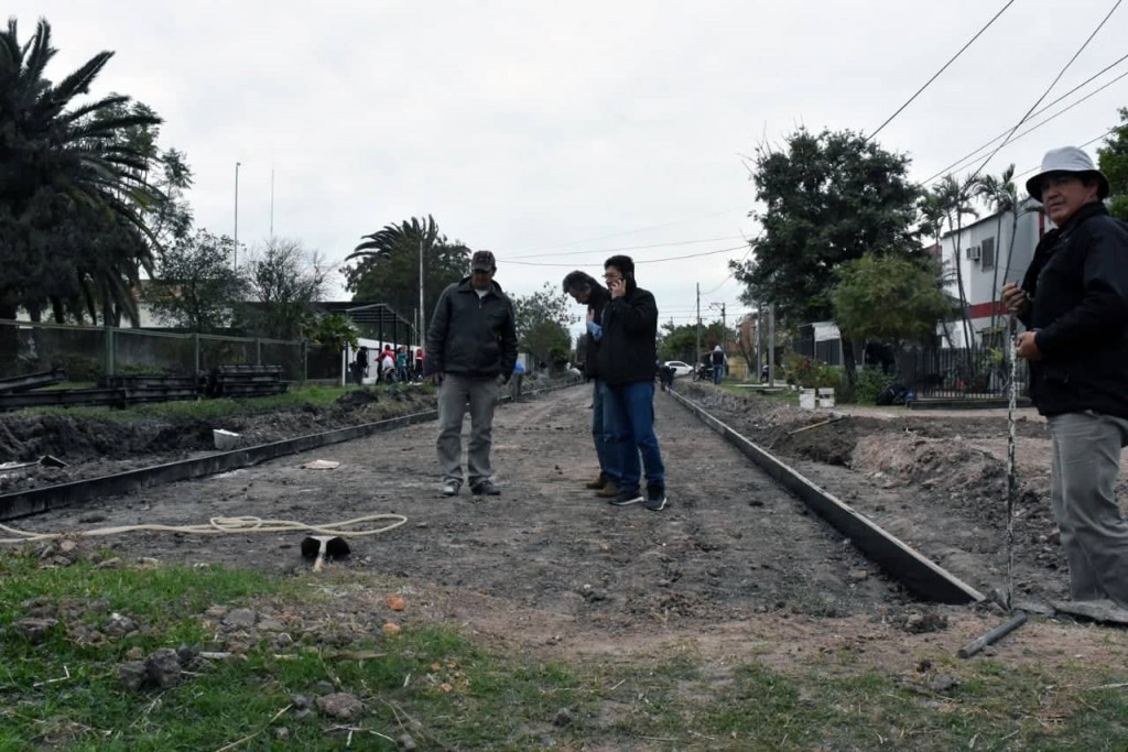 AVANZA SATISFACTORIAMENTE EL PAVIMENTO DEL BARRIO SAN CAYETANO