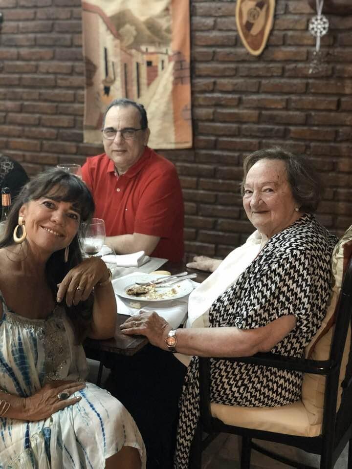 ESTA MAÑANA FALLECIO EL DOCTOR LEANDRO SALOM Y HACE ALGUNOS MINUTOS SU MAMÁ