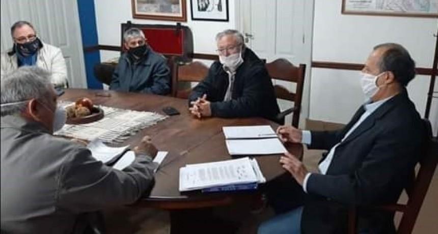 EL INTENDENTE ADALBERTO PAPP Y SU EQUIPO SE REUNIERON PARA ANALIZAR LAS NUEVAS MEDIDAS PROVINCIALES