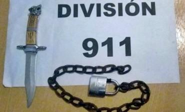 EL 911 DETUVO A DOS PERSONAS QUE ANDABAN CON UN ARMA BLANCA Y UNA CADENA CON CANDADO