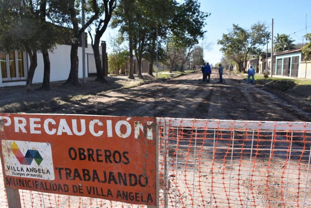 CON FONDOS MUNICIPALES SE COMENZÓ CON LOS TRABAJOS PARA LA PAVIMENTACIÓN DE LA CALLE ESPAÑA