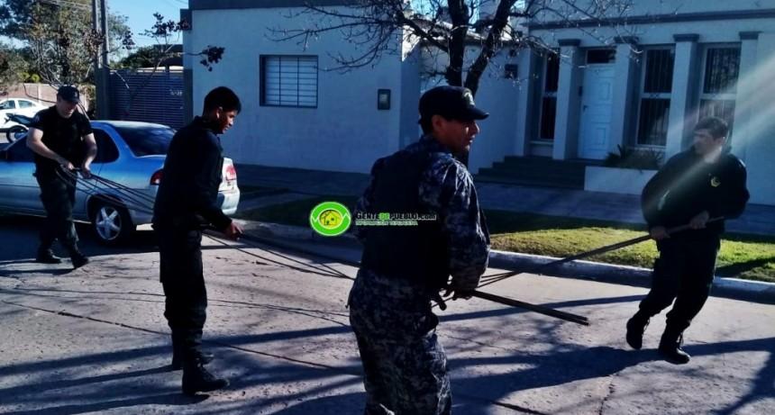 EL 911 EVITO QUE SE ROBARAN UNOS HIERROS DE UNA CONSTRUCCIÓN