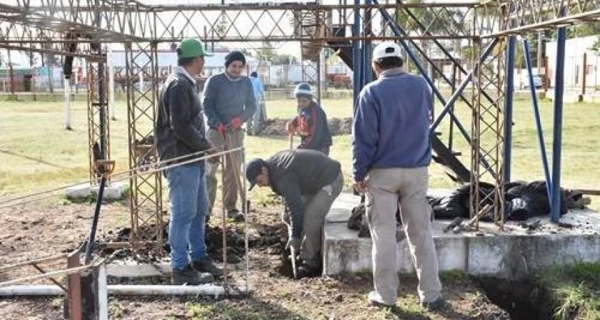 EL MUNICIPIO INICIÓ LA RECONSTRUCCIÓN TOTAL DEL ESCENARIO MAYOR DEL PREDIO CARLOS GARDEL