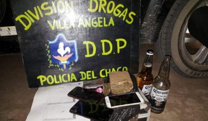LA DIVISIÓN DROGAS DETUVO A 3 PERSONAS QUE EN SU VEHÍCULO TRANSPORTABAN UN LADRILLO DE MARIHUANA