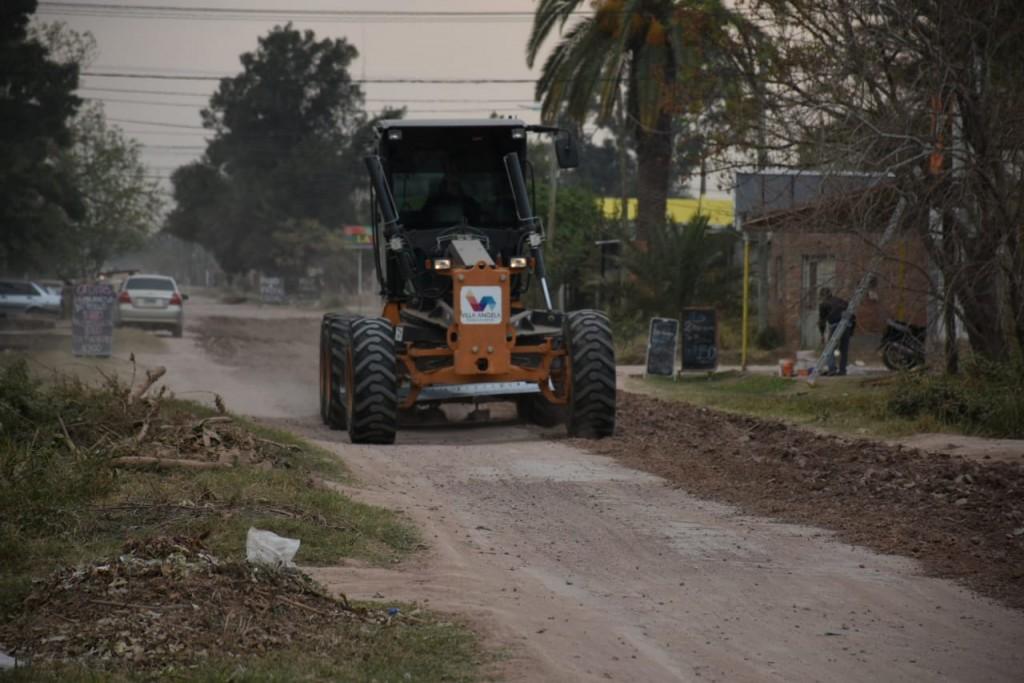 EL MUNICIPIO CONTINÚA CON LOS TRABAJOS DE LIMPIEZA DE CANALES, PERFILADO DE CALLES, RECOLECCIÓN DE RAMAS Y ESCOMBROS