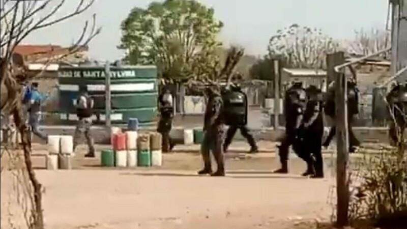 CHACO: LA POLICÍA VIOLENTA UN BARRIO DE SANTA SYLVINA Y LUEGO ES PREMIADA