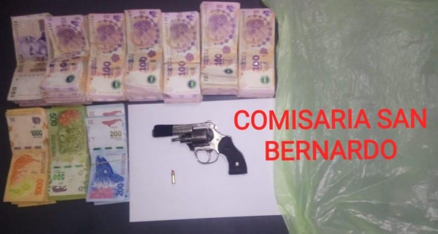 CON UN ARMA DE FUEGO ROBARON $211.100,00, PERO MINUTOS DESPUÉS LA POLICÍA LOS DETUVO