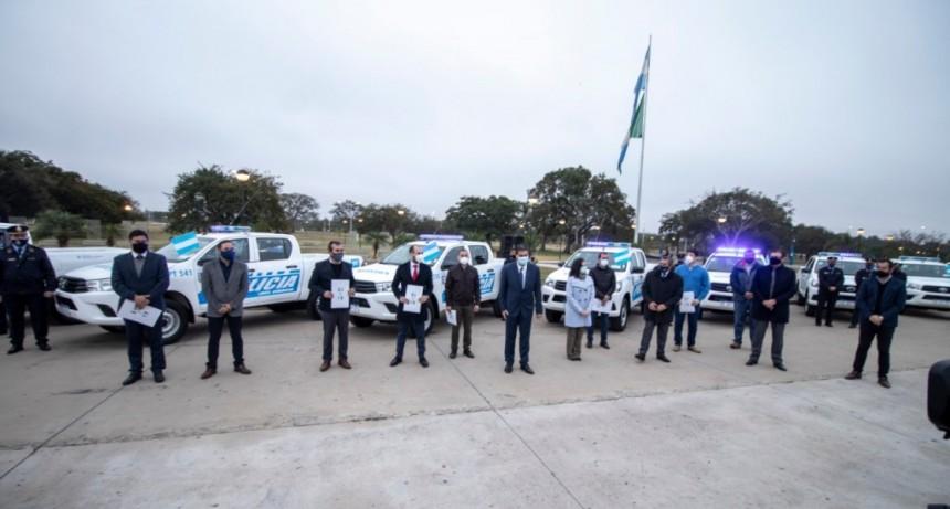 """CAPITANICH ENTREGÓ 45 NUEVOS VEHÍCULOS POLICIALES PARA DIFERENTES LOCALIDADES: """"SON INDISPENSABLES PARA QUE PUEDAN CUMPLIR SU ROL FUNDAMENTAL DE PREVENCIÓN"""""""