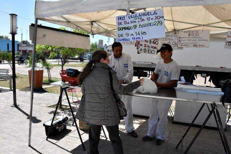 HOY DOMINGO EL CAMIÓN DE PESCADOS PARA TODOS ESTARÁ DE 9 A 14 HORAS EN LA PLAZA 20 DE JUNIO