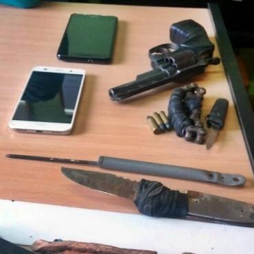 INVESTIGACIONES SECUESTRO UN GRAN CANTIDAD DE ARMAS BLANCAS Y UN ARMA DE FUEGO