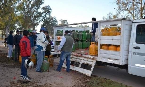 MUNICIPIO PROMUEVE PROGRAMA HOGAR: GARRAFA DE GAS DE 10 KG A $220 EN LA PLAZA 20 DE JUNIO