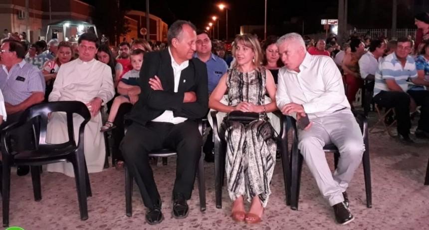 EL INTENDENTE PAPP ACOMPAÑO A SU COLEGA DE CORONEL DU GRATY EN LA INAUGURACIÓN DE LA PLAZA CENTRAL