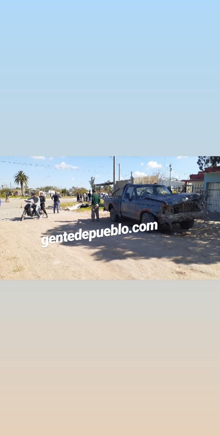 GRAVE ACCIDENTE ENTRE UNA CAMIONETA Y UNA MOTOCICLETA