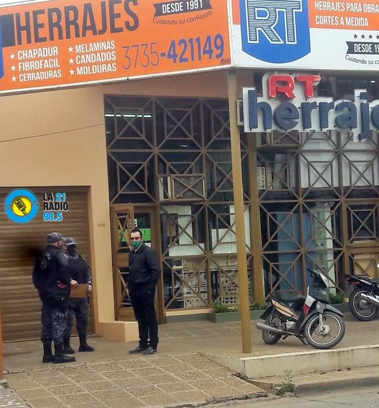 ACOMPAÑADOS POR EL PERSONAL POLICIAL DESDE EL CENTRO DE EMPLEADOS DE COMERCIO SE CONTROLO LOS COMERCIOS QUE NO CUMPLEN CON LA FASE 1