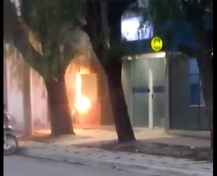 SE INCENDIO LA CAJA DEL MEDIDOR DE TENSIÓN DEL HOSPITAL SALVADOR MAZZA