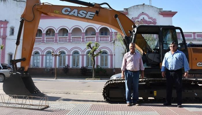 PAPP RECIBIÓ UNA RETROEXCAVADORA CASE DE 210 HP Y VALORÓ EL TRABAJO EN CONJUNTO CON NACIÓN