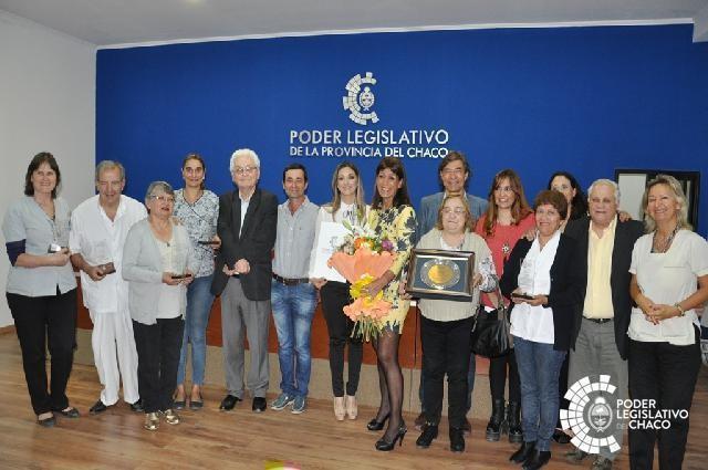 DISTINGUIERON A PROFESIONALES DE ACHASODIA EN EL MARCO DEL 33 ANIVERSARIO DE LA ENTIDAD