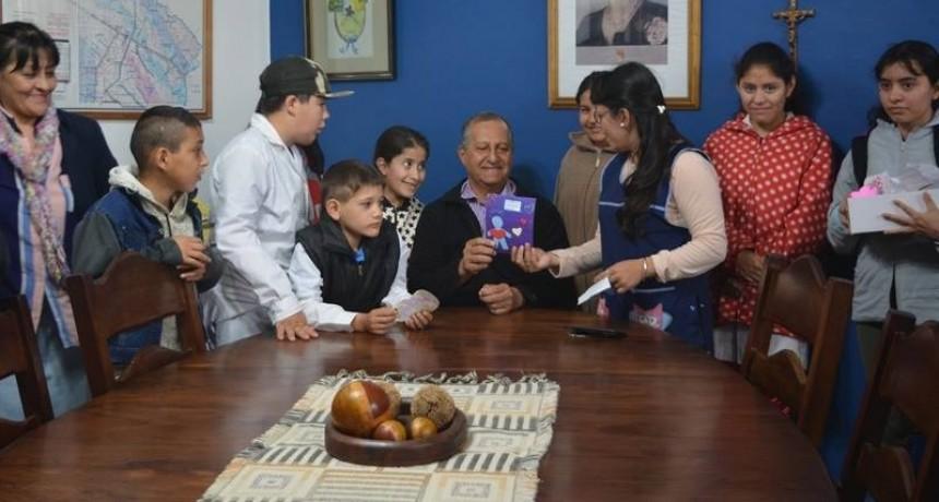 EL INTENDENTE ADALBERTO PAPP, RECIBIÓ EN SU DESPACHO A ALUMNOS DE LA ESCUELA CLAUDIO ZAPICO
