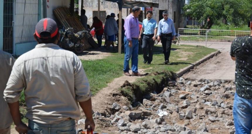 EL MUNICIPIO CONTINÚA CON EL BACHEO EN EL BARRIO REMEDIOS DE ESCALADA