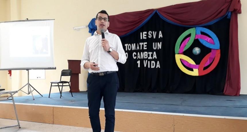 """""""EL VALOR DE LA VIDA"""" EL TITULO DE UNA DE LAS CHARLAS DADAS EN EL IESVA"""