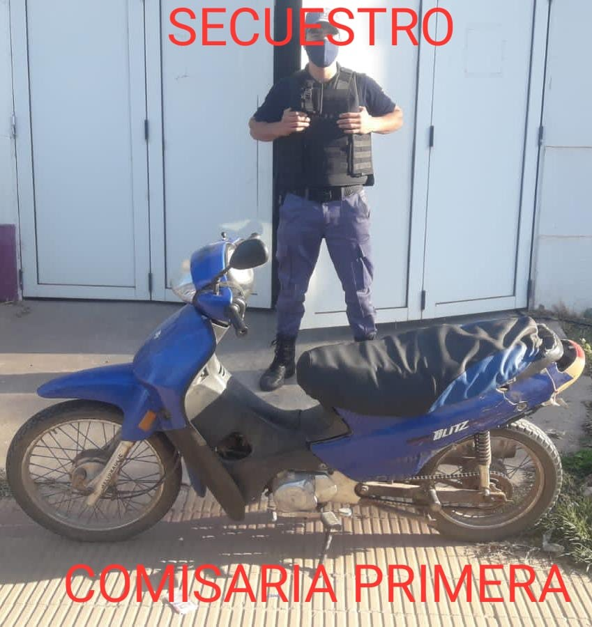 PERSONAL POLICIAL FRUSTRÓ LA VENTA DE UNA MOTOCICLETA QUE HABÍA SIDO ROBADA