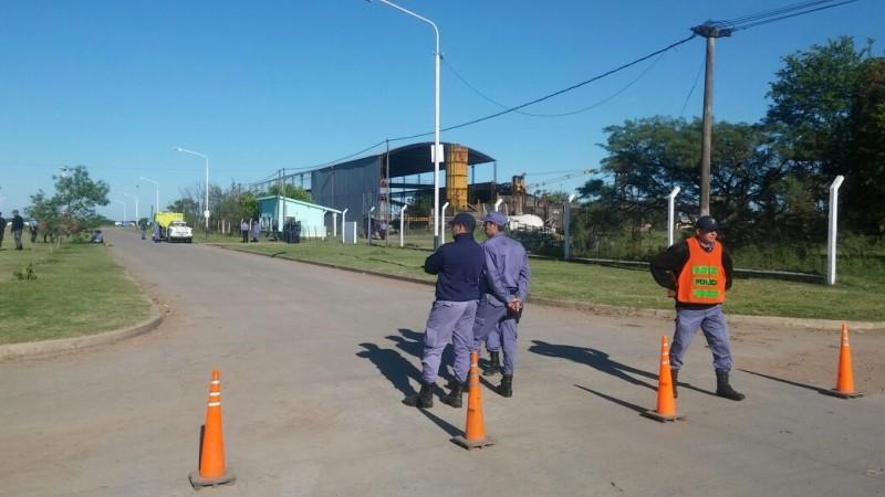 CON UN IMPONENTE DESPLIEGUE POLICIAL DESALOJARON LA COOPERATIVA LA CONSTRUCTORA
