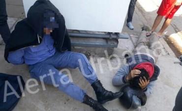 DETRÁS DE LA JEFATURA DE POLICÍA DE LA PROVINCIA REALIZABAN LA COMPRA DE MARIHUANA LOS POLICÍAS DE SYLVINA