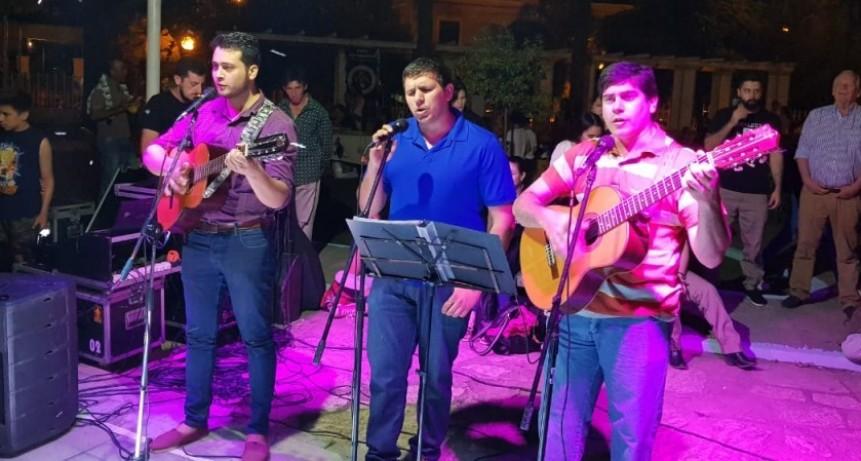 CON UN BUEN MARCO DE PÚBLICO, ARTISTAS CELEBRARON EL DÍA DEL TRADICIÓN EN EL PARQUE MUNICIPAL EVA PERÓN