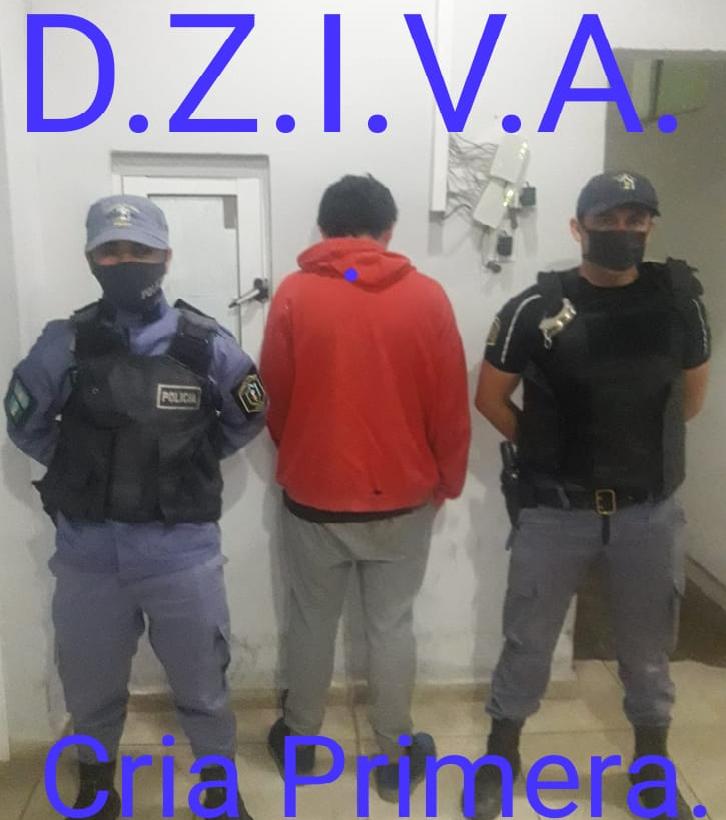 INTENTÓ ROBARLE LA MOTO, ESCAPÓ Y LO ENCONTRÓ LA POLICÍA