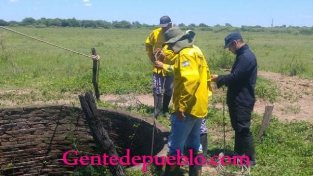 BOMBEROS Y POLICIA REVISAN POZOS DE LA ZONA DE LOTE 11