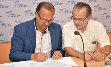 VILLA ÁNGELA Y SÁENZ PEÑA FIRMARON CONVENIOS TURÍSTICOS Y DE TRANSPORTE AÉREO