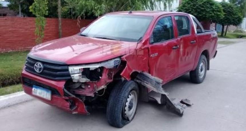 Choque entre camioneta y moto deja una joven muerta