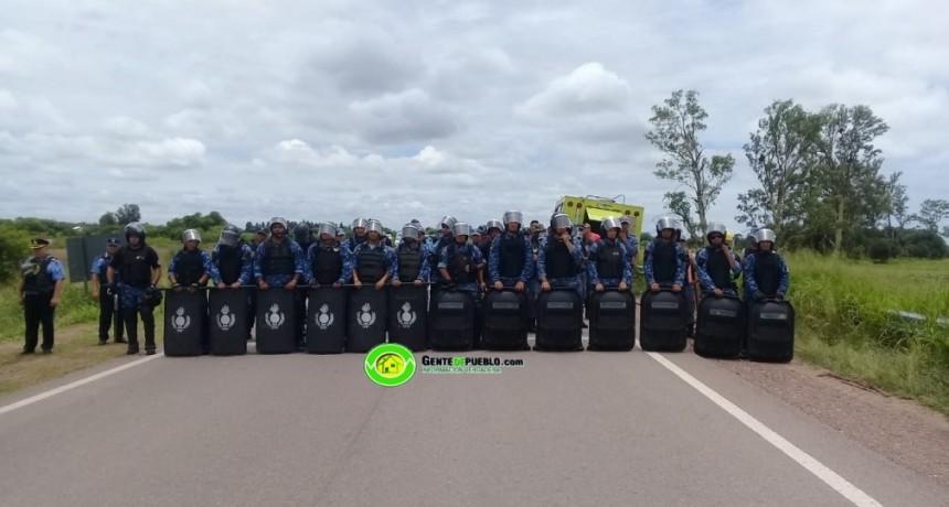 LA POLICIA SE PREPARA PARA DESALOJAR LA RUTA 95