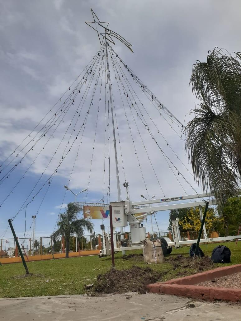 INVITAN A LA COMUNIDAD A PARTICIPAR DEL ENCENDIDO DE LUCES DEL ÁRBOL DE NAVIDAD GIGANTE