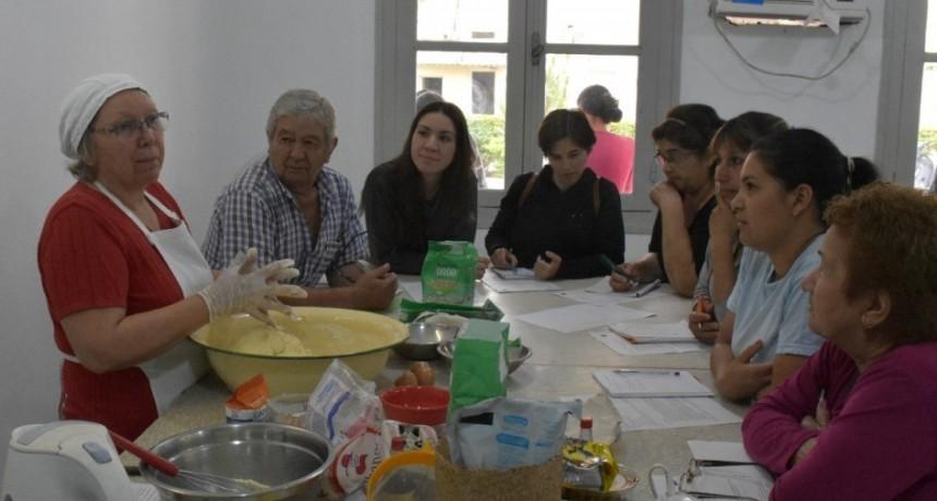 CON GRAN ÉXITO SE DESARROLLÓ UN TALLER DE COCINA CON RECETAS NAVIDEÑAS TRADICIONALES
